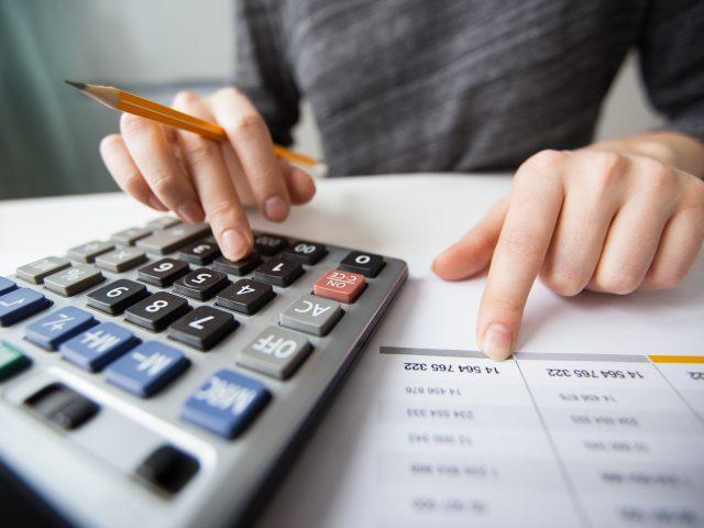 https://www.appicross.com/wp-content/uploads/2020/11/closeup-accountant-hands-counting-calculator-640x480.jpg